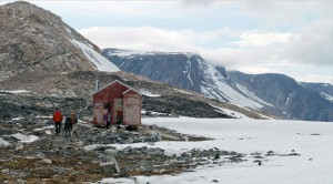 0098 Shelter on ridge- North Greenland